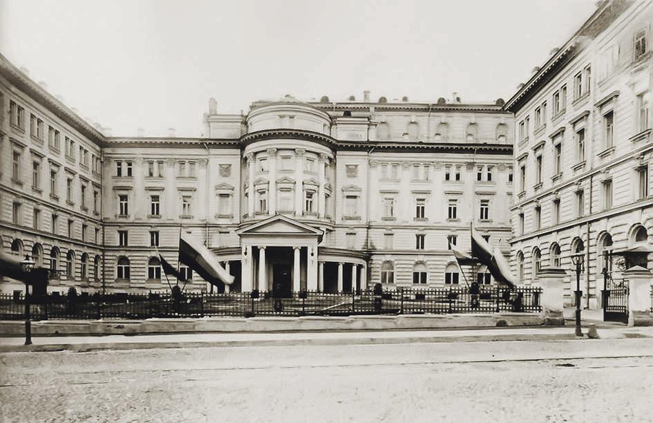 От «Московской достопримечательности» к мировой известности: 1881–1905